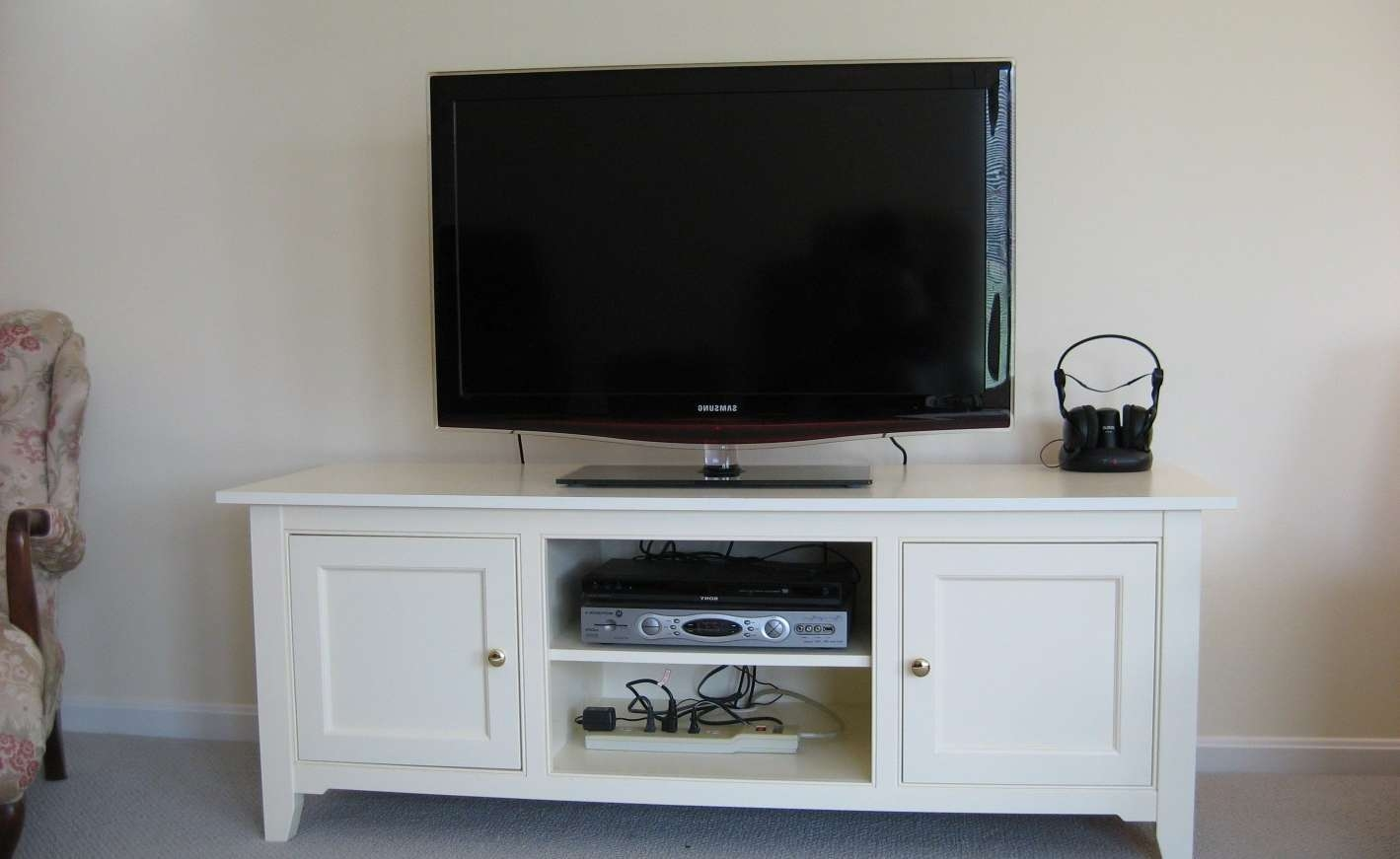 Enrapture Cream Coloured Tv Stands Tags : Cream Color Tv Stands For Cream Color Tv Stands (View 2 of 15)