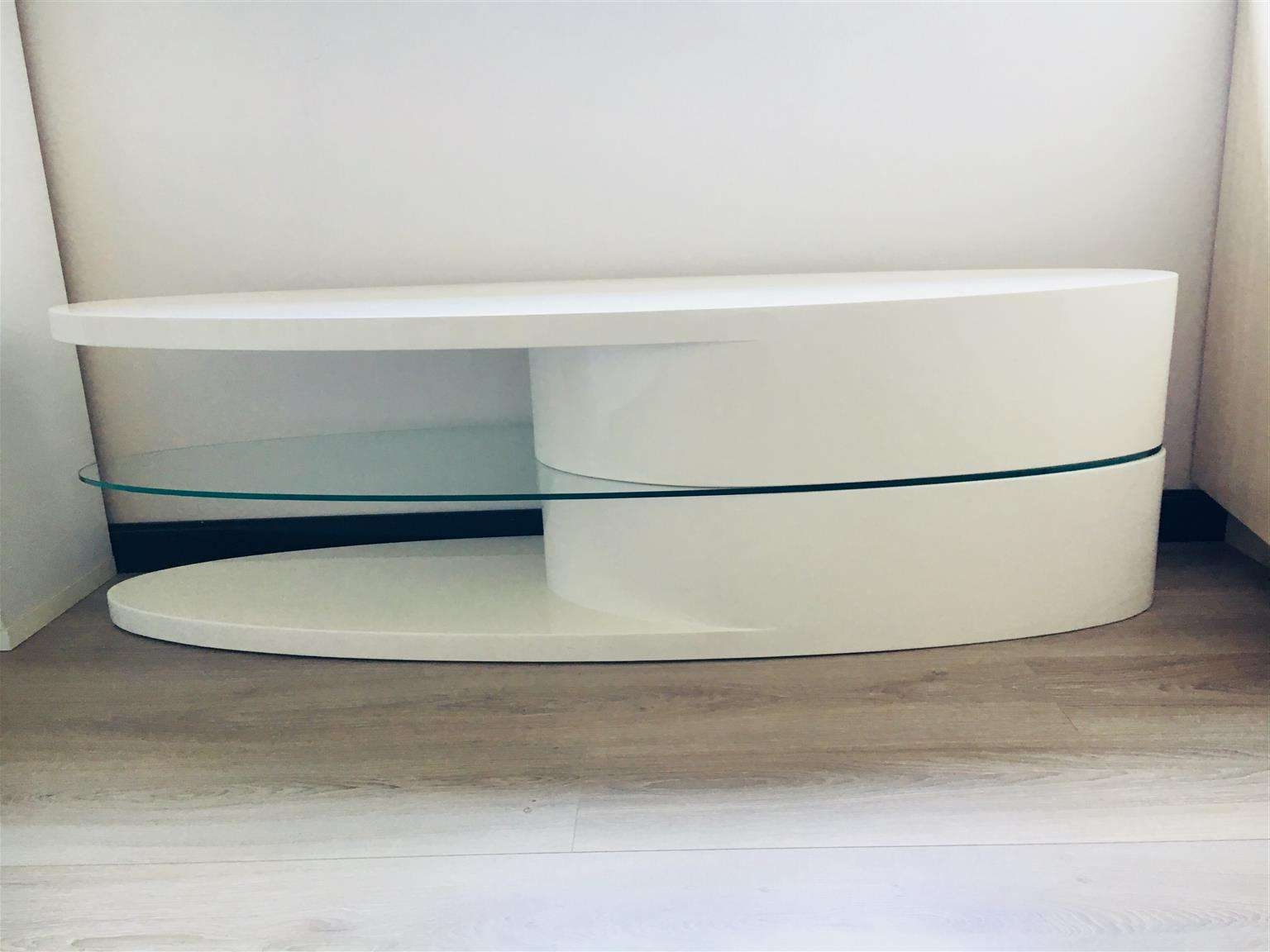 High Gloss White Tv Stand | Junk Mail Regarding Gloss White Tv Stands (View 7 of 15)