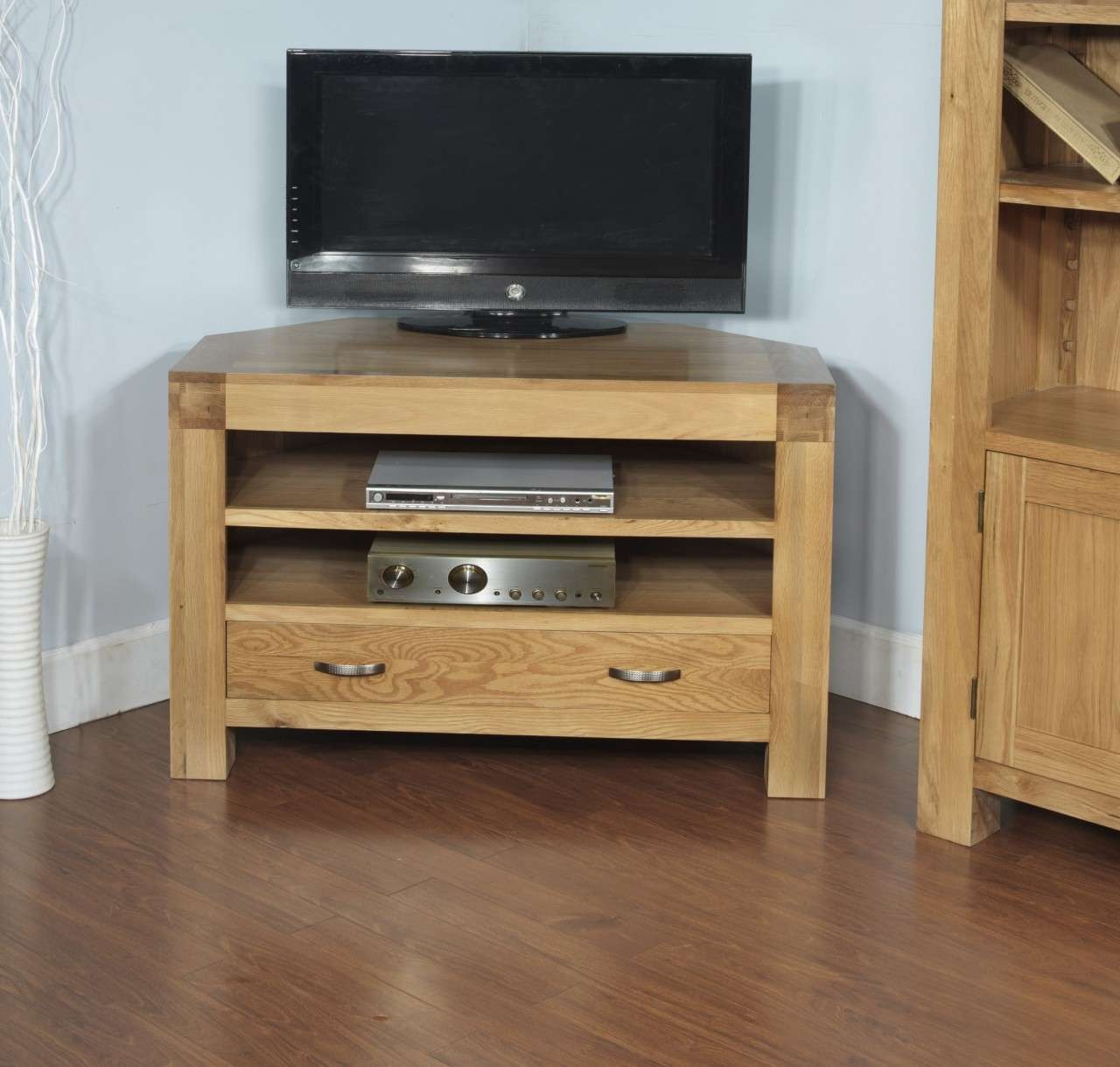 Rivermead Solid Oak Modern Furniture Widescreen Corner Tv Cabinet Throughout Contemporary Oak Tv Stands (View 7 of 15)