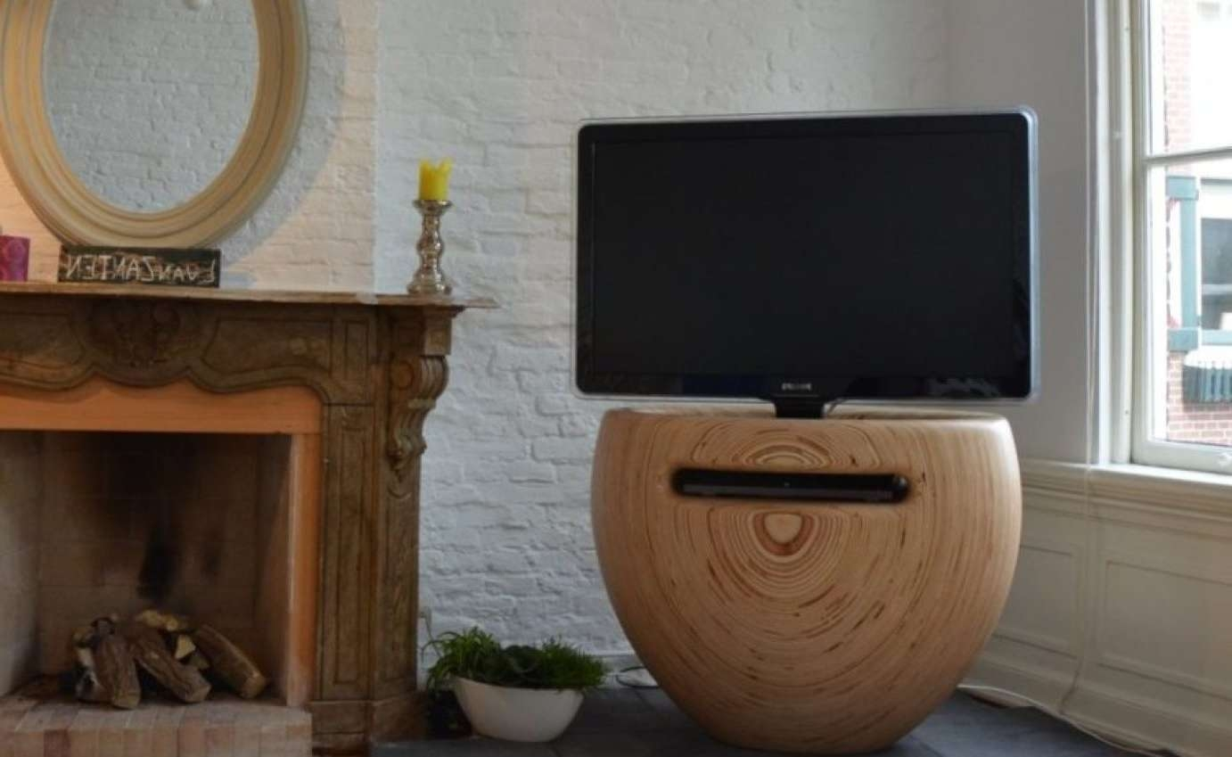 Tv : Amazing Oval White Tv Stands Techlink Ovid White Gloss Oval Inside Ovid White Tv Stands (View 8 of 15)