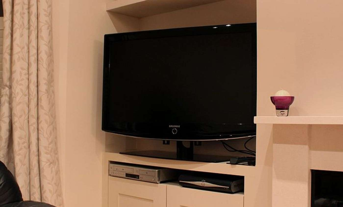 Tv : Tv Stands With Swivel Mount Wonderful 24 Inch Wide Tv Stands For 24 Inch Wide Tv Stands (View 12 of 15)