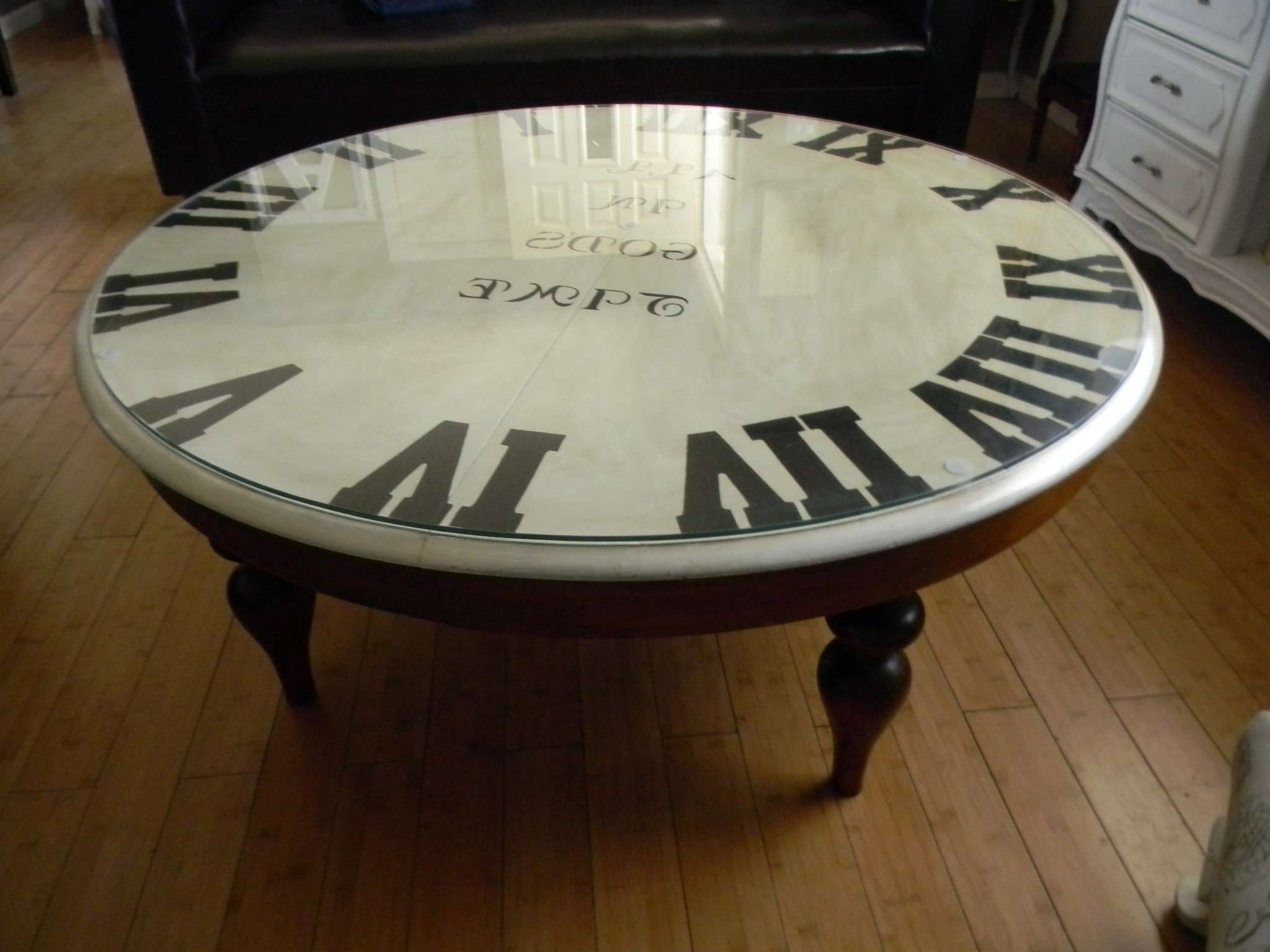 Brown And White Round Vintage Glass Top Clock Coffee Table Designs Intended For Preferred Vintage Glass Top Coffee Tables (View 20 of 20)