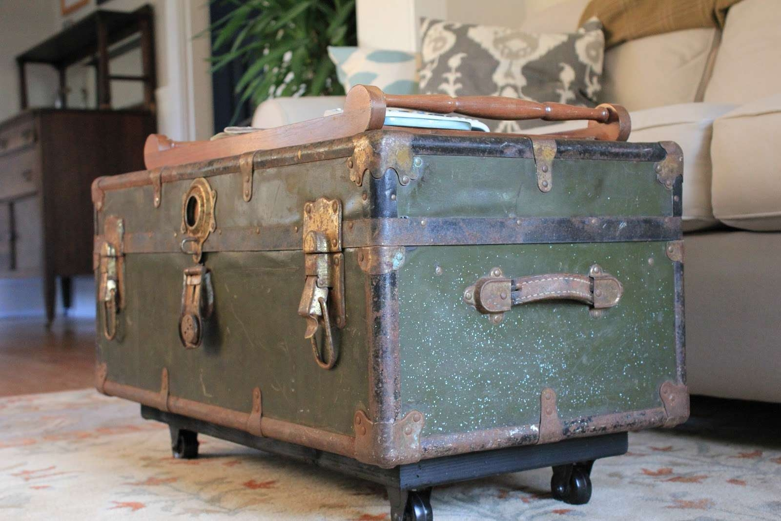 Furniture: Engaging Furniture For Living Room Decoration Using Pertaining To Most Recently Released Old Trunks As Coffee Tables (View 8 of 20)