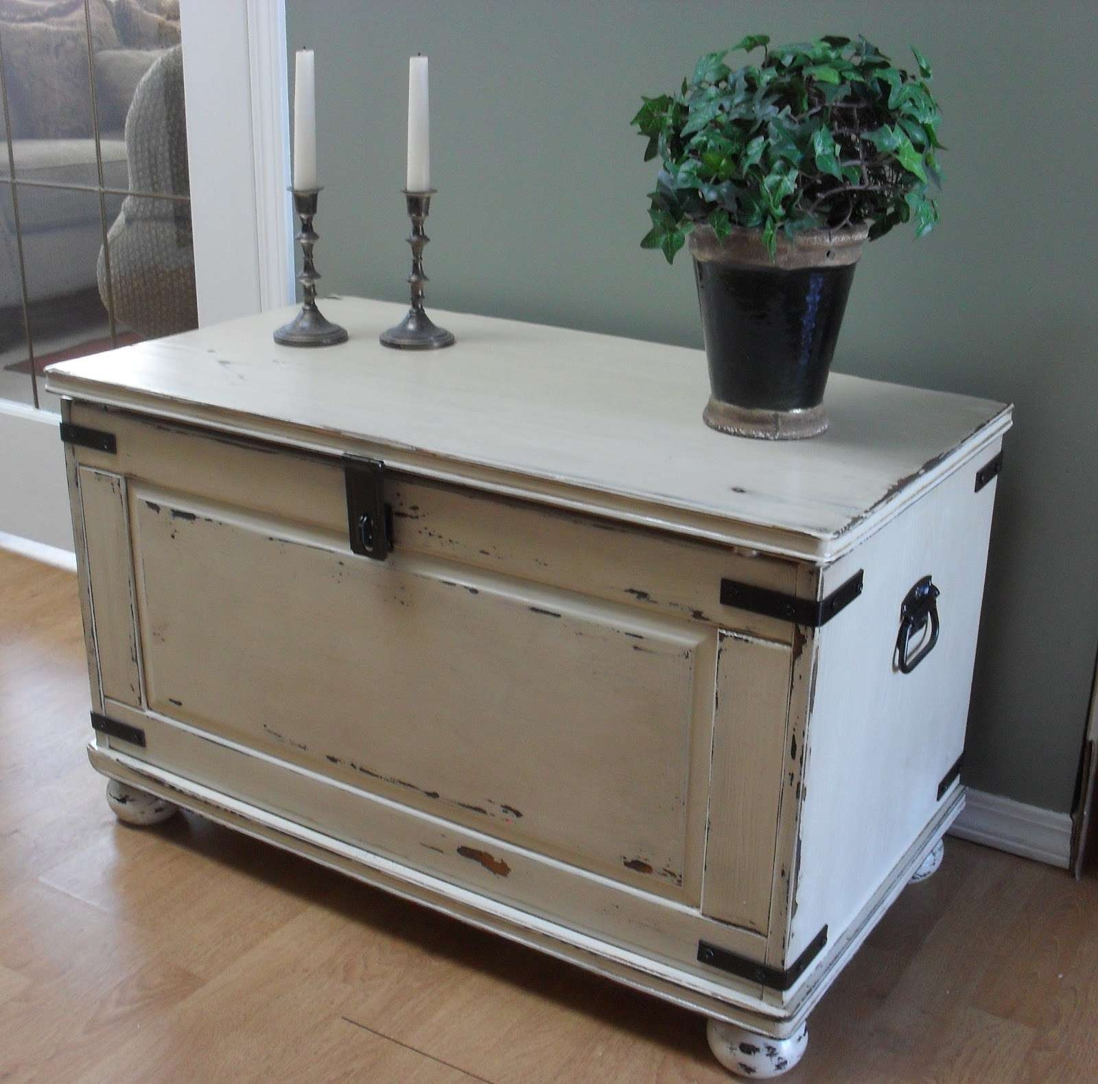 Most Current Storage Trunk Coffee Tables Regarding Interesting Traditional White Wooden Storage Trunk Coffee Tables (View 10 of 20)