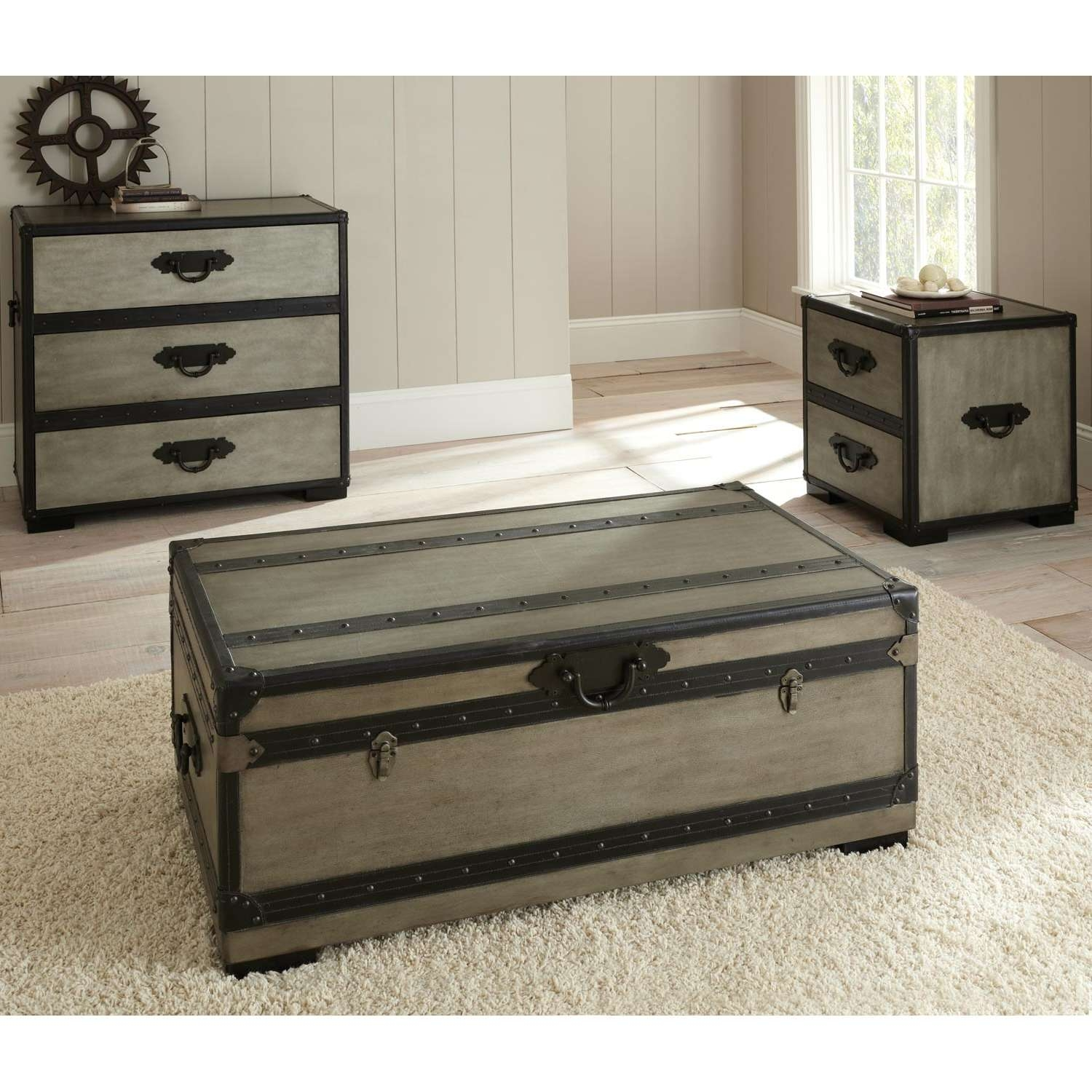 Most Popular Dark Wood Chest Coffee Tables In Coffee Table : Coffee Table Trunk On Wheels End Table With Blanket (View 14 of 20)