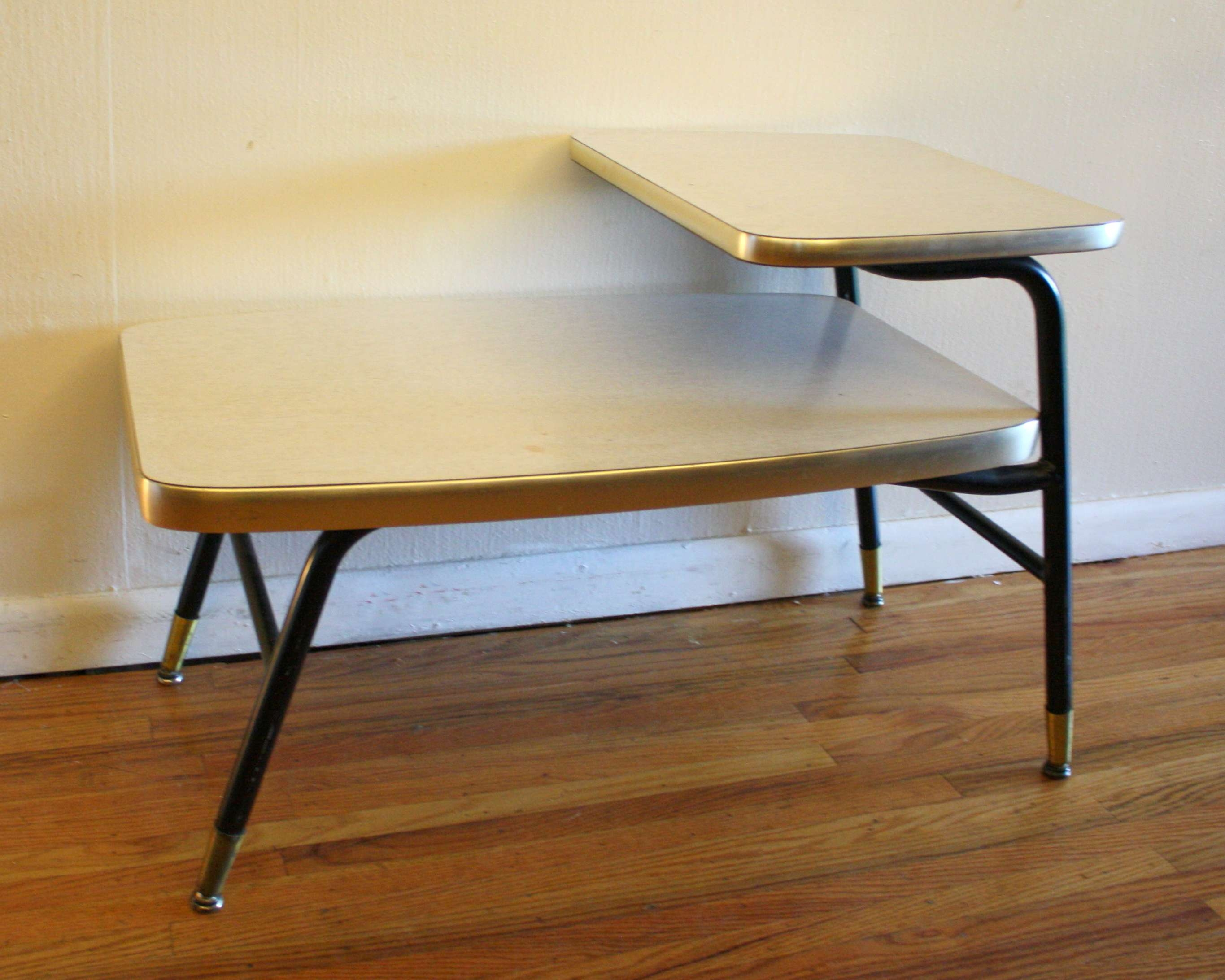 Newest White Retro Coffee Tables With Regard To Vintage Retro Settee And Side Table (View 5 of 20)