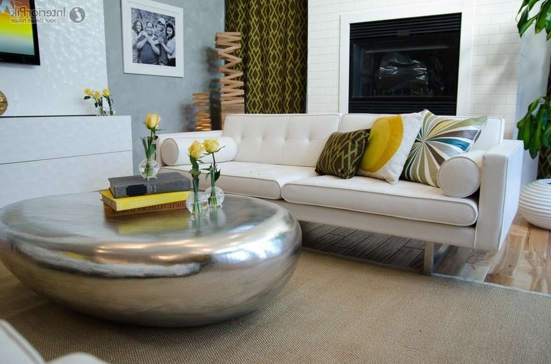 Popular Contemporary Round Coffee Tables Inside Furniture: Modern Contemporary Glass Round Coffee Tables With (View 11 of 20)