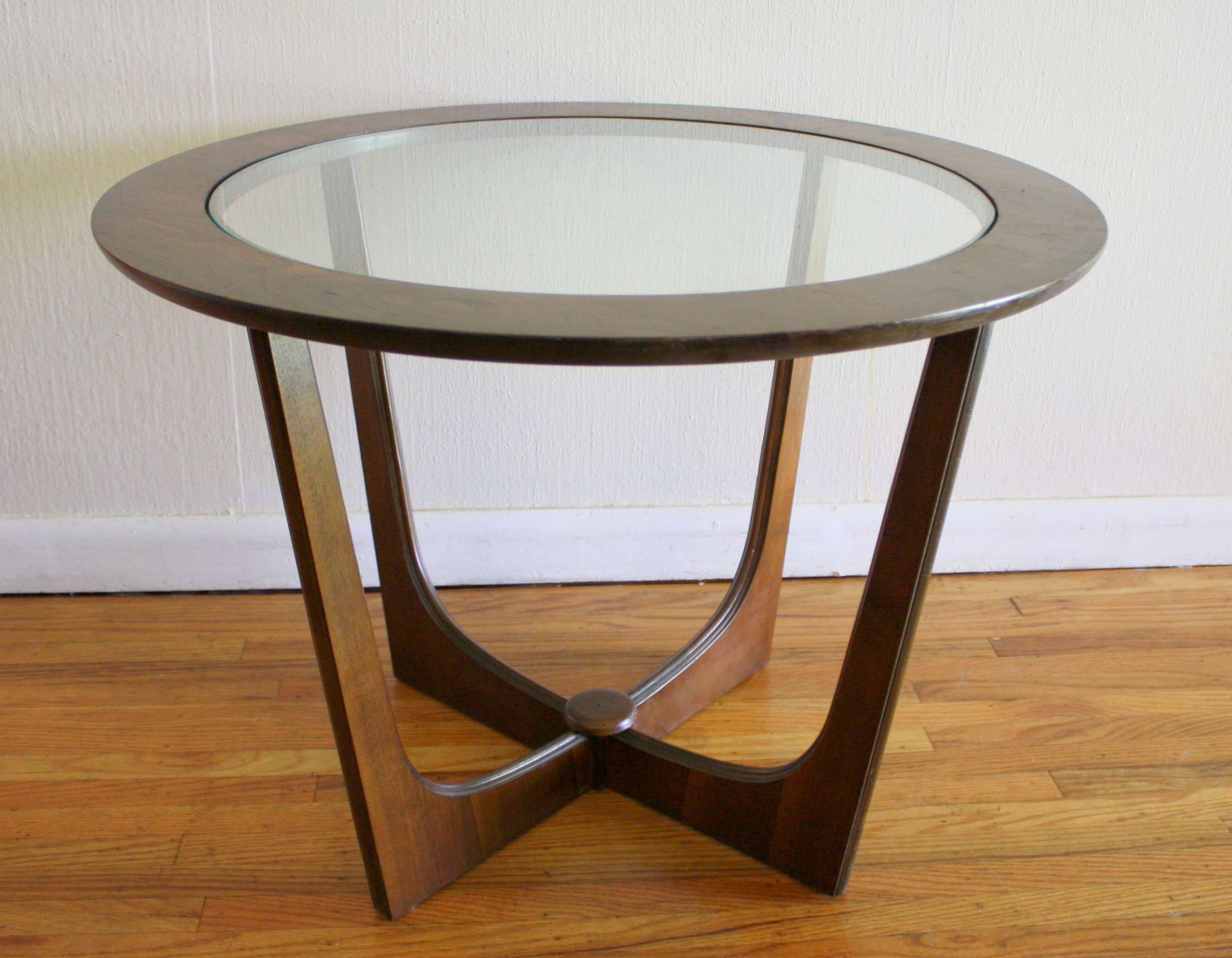 Round Coffee Table: Top Unique Round Wood And Glass Coffee Table Pertaining To Fashionable Round Glass And Wood Coffee Tables (View 14 of 20)