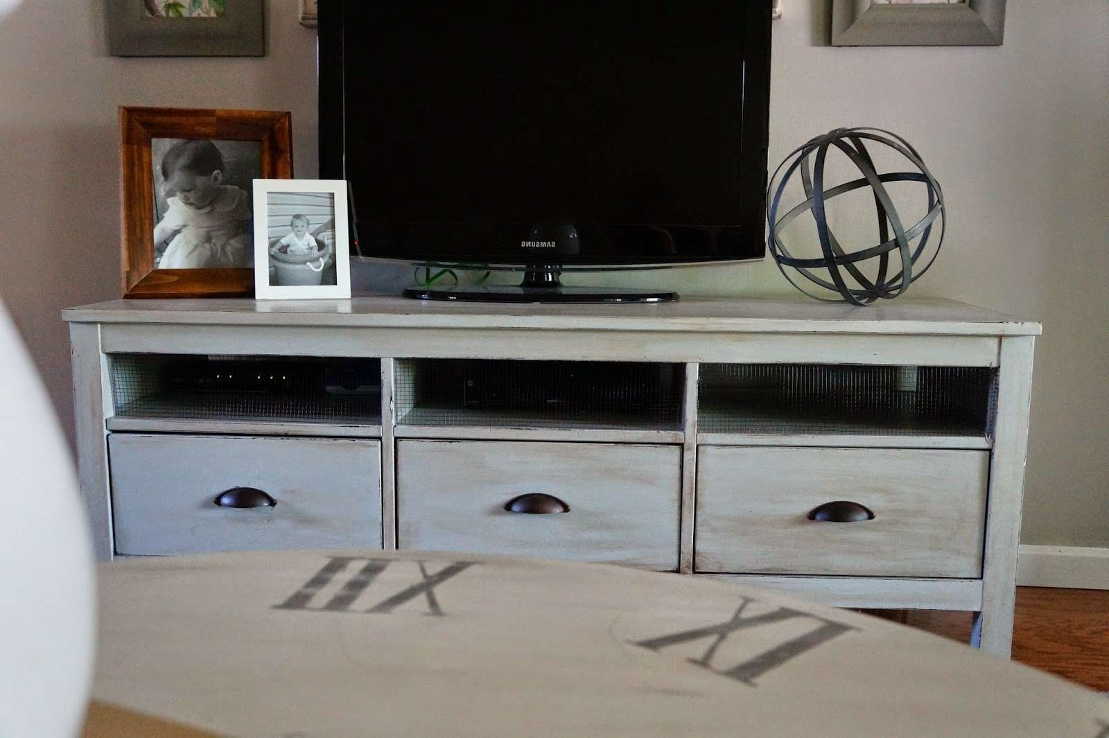 Shabby Chic Ikea Tv Stand With Mount And Drawers – Decofurnish Throughout Shabby Chic Tv Cabinets (View 15 of 20)