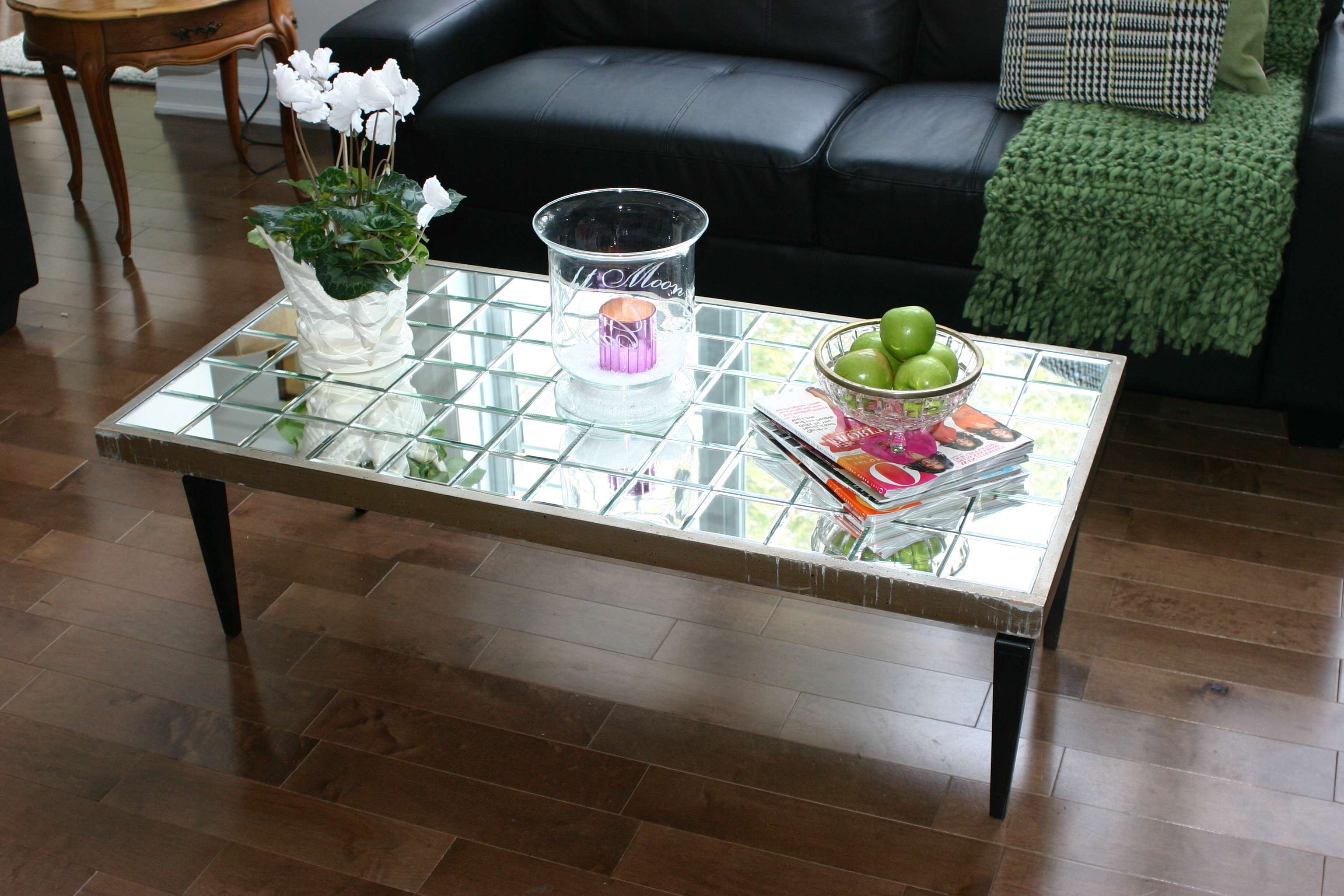 Tiled Mirrored Coffee Table Tables Antique Mirror / Thippo For Best And Newest Vintage Mirror Coffee Tables (View 13 of 20)