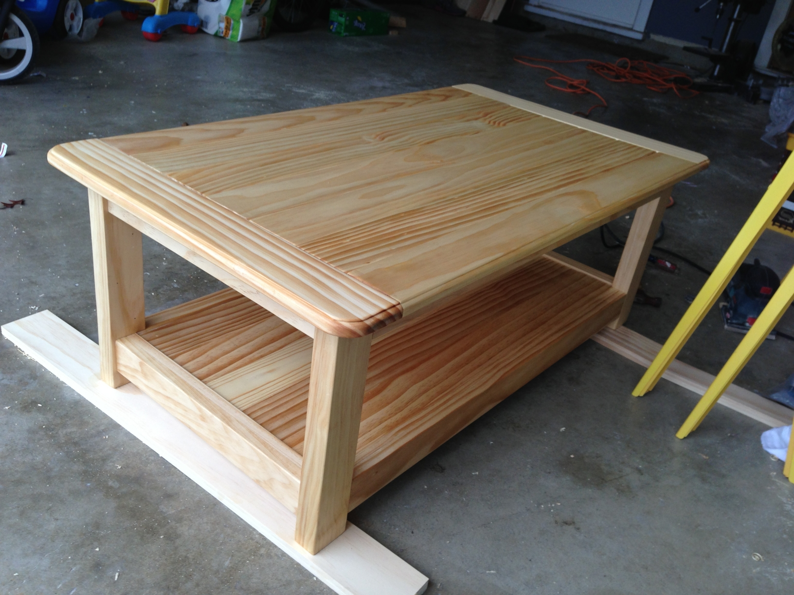 Well Known Farmhouse Coffee Tables For Coffee Tables : Mesmerizing Farmhouse Coffee Table Ana White Diy (View 18 of 20)