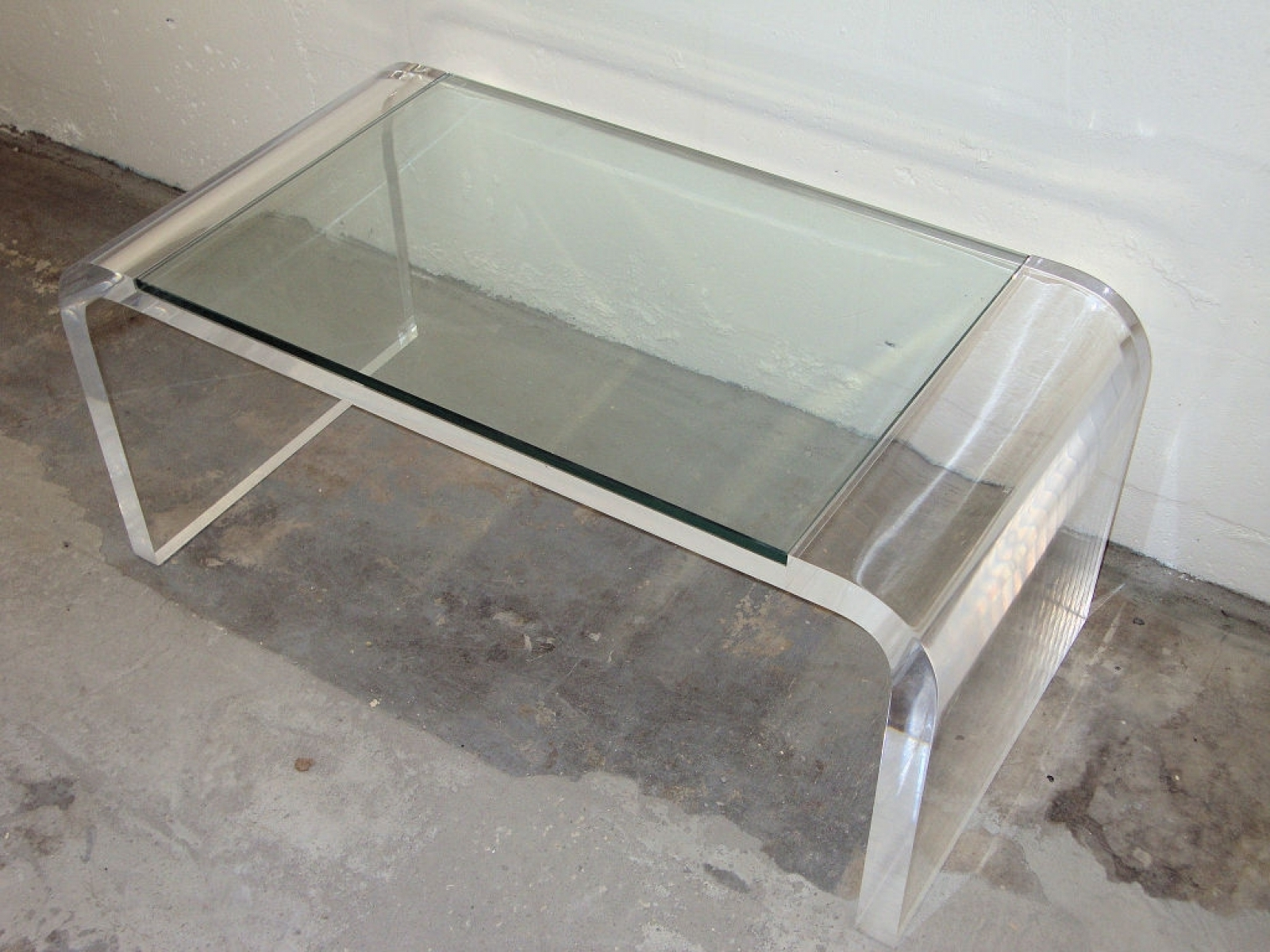Best And Newest Modern Acrylic Coffee Tables For Elegant Acrylic Coffee Tables With Minimalst Acrylic Coffee Table (View 4 of 20)