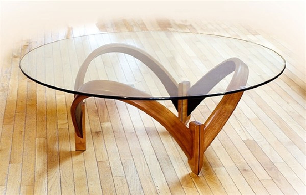 Using A Round Coffee Table In Variety Of Colors, Materials, And Within 2018 Contemporary Curves Coffee Tables (Gallery 18 of 20)
