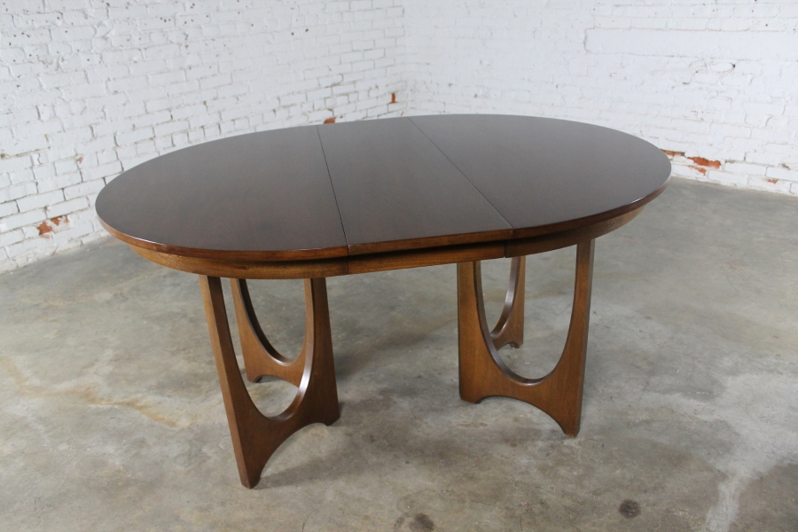2017 Outdoor Brasilia Teak High Dining Tables For Sold – Mid Century Modern Broyhill Brasilia 6140 45 Round Pedestal (Gallery 5 of 20)