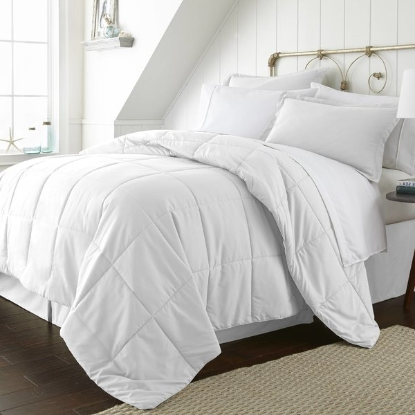 2017 White Comforter With Trim (View 2 of 20)