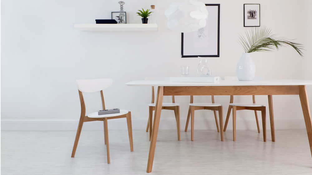2018 White Extending Dining Tables And Chairs In Modern White And Oak Extending Dining Set (View 1 of 20)