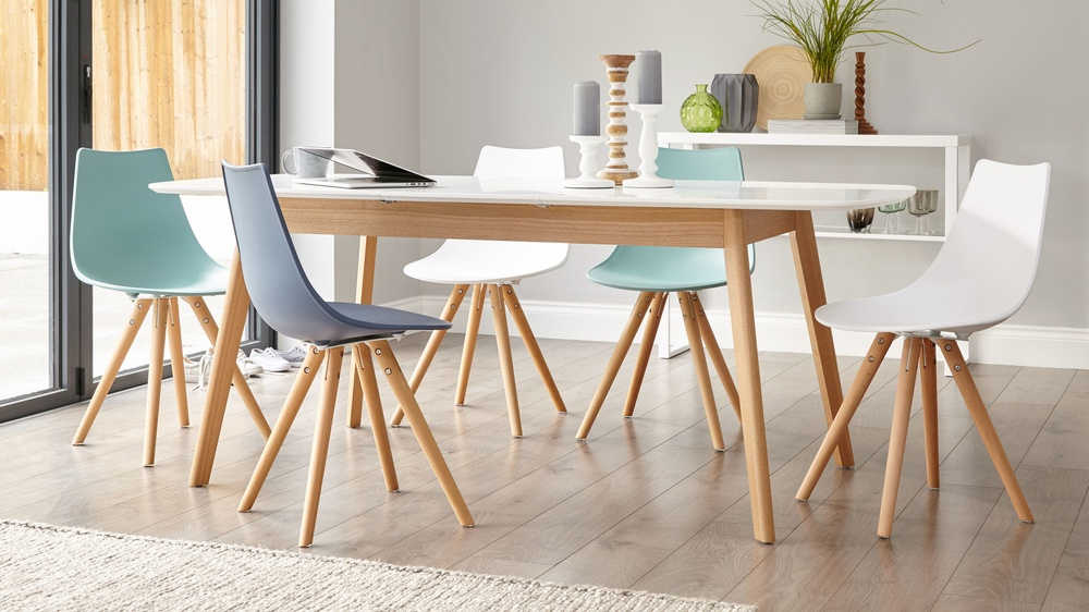 8 Seater Extending Dining Table Throughout Favorite Oak Extendable Dining Tables And Chairs (View 1 of 20)