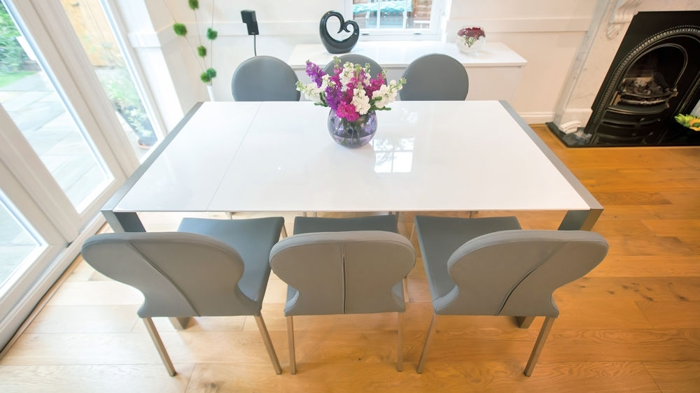 8 Seater White Dining Tables Throughout Well Liked Modern White Gloss Extending Dining Table And Retro Chairs (View 4 of 20)