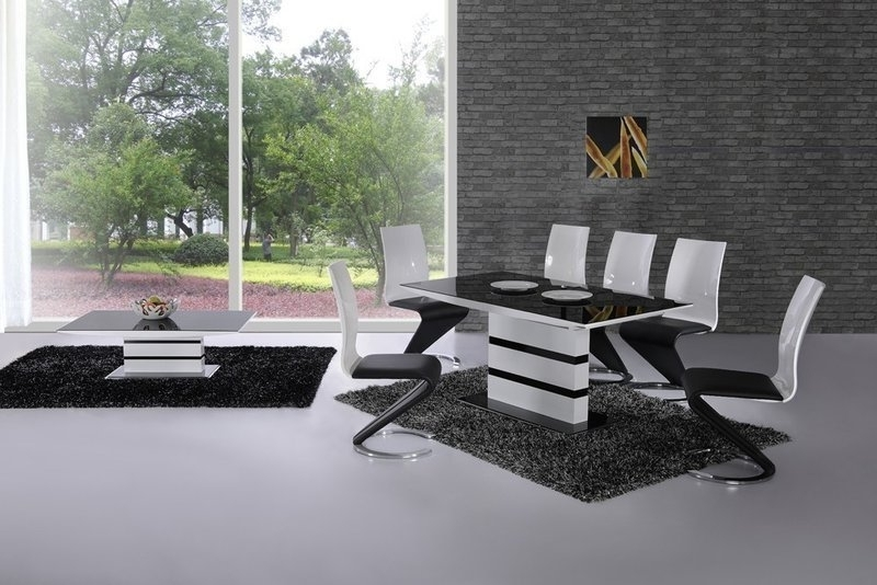 Black Extendable Dining Tables And Chairs Inside 2017 Black Glass High Gloss Small Extending Dining Table And 6 Chairs (View 3 of 20)