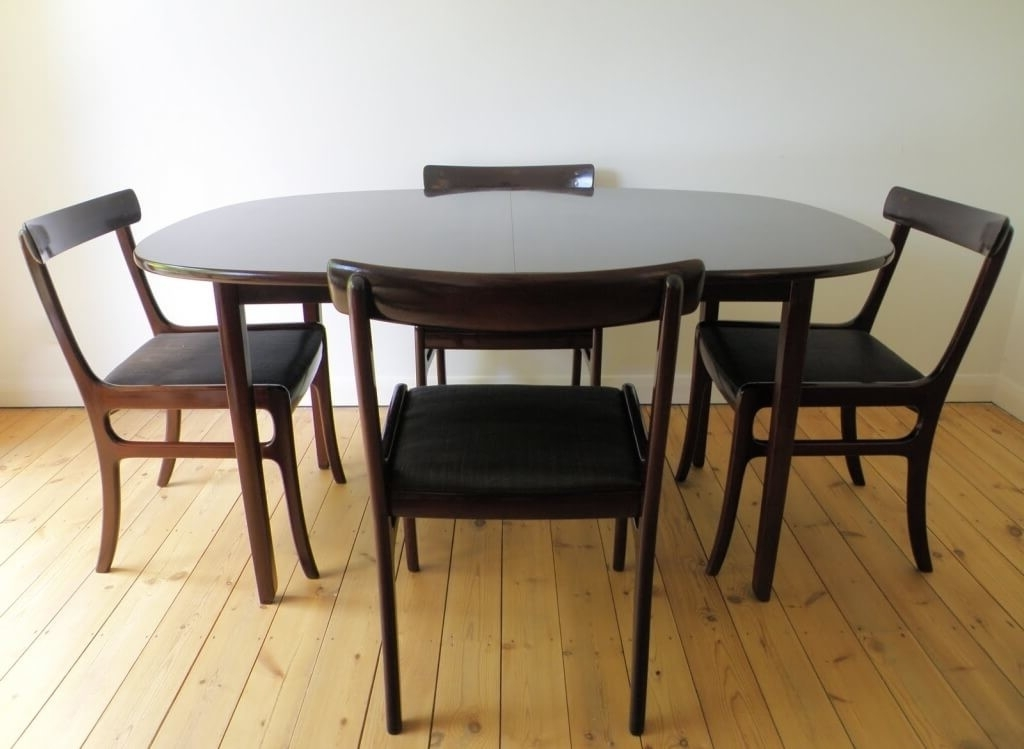 Black Extendable Dining Tables Sets Inside Best And Newest Dining Room: Astounding Black Oval Expandable Dining Room Table Sets (View 17 of 20)