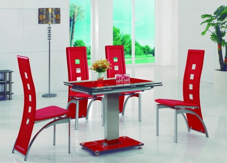 Cheap Glass Dining Tables And 4 Chairs Pertaining To Most Recent Gomaz Modern Glass Dining Table With Alison Dining Chairs (View 6 of 20)