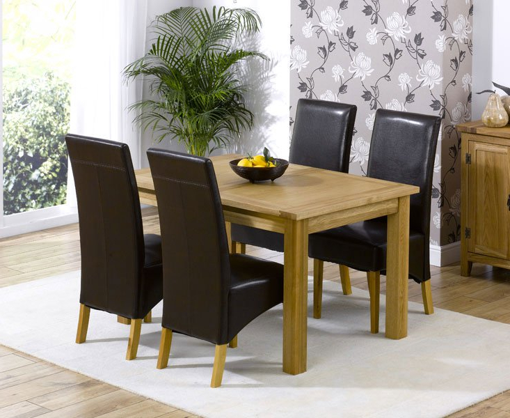Current Cipriano Extending Oak Dining Table And 4 Leather Chairs Inside Extendable Oak Dining Tables And Chairs (Gallery 1 of 20)