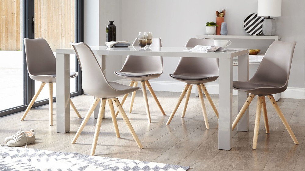 Dining Tables With Grey Chairs Throughout Preferred Modern Grey Gloss Dining Table (View 1 of 20)