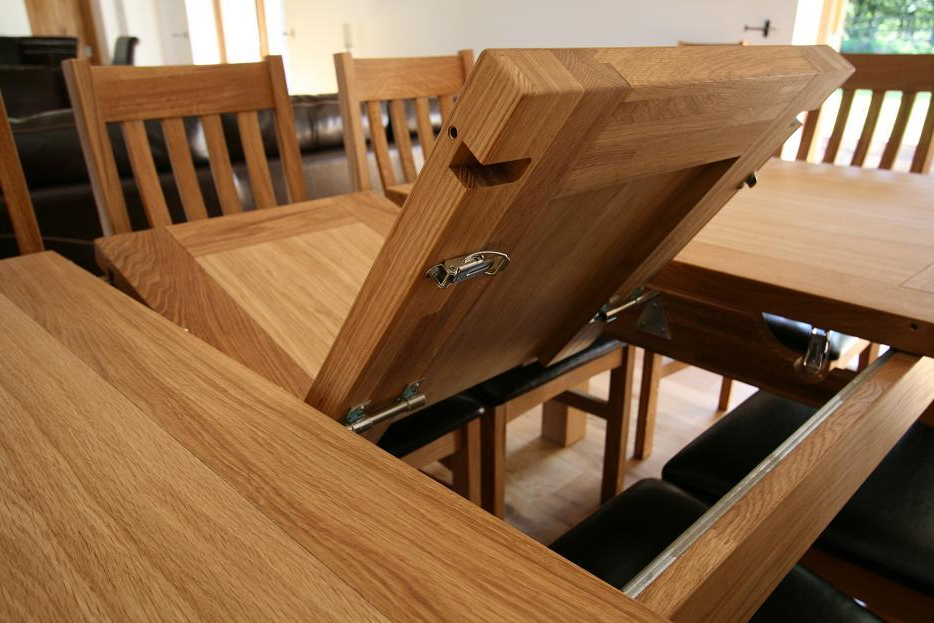 Extending Oak Dining Tables (View 4 of 20)