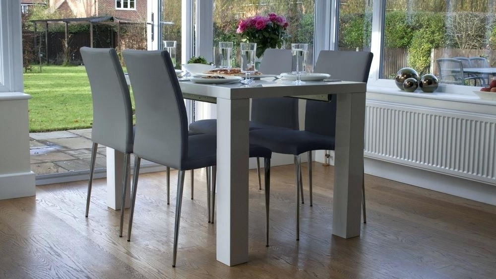 High Gloss Dining Table Sets Best White High Gloss Extending Dining Within Best And Newest Black High Gloss Dining Tables And Chairs (View 13 of 20)