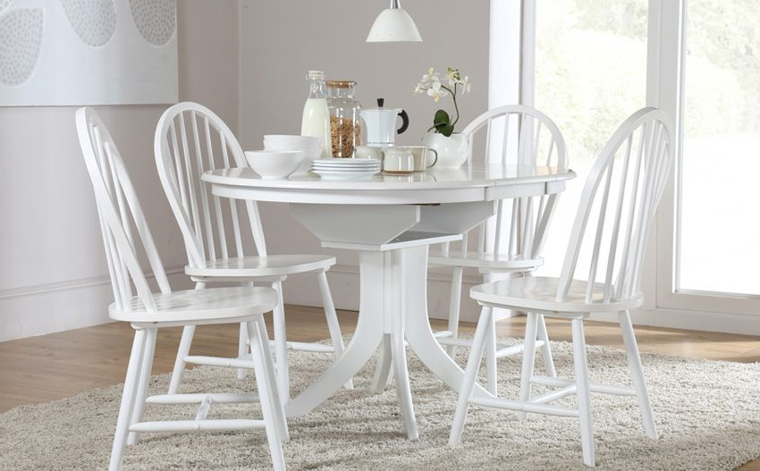 Hudson Round White Extending Dining Table & 4 Windsor Chairs Set Regarding Latest Round White Extendable Dining Tables (View 18 of 20)