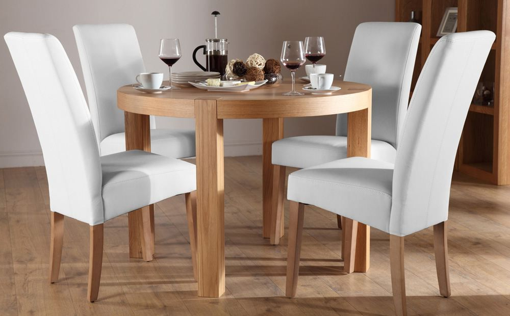 Lovely York Round Oak Dining Table And 4 Leather Chairs Set Inside Most Popular Round Oak Dining Tables And 4 Chairs (View 8 of 20)
