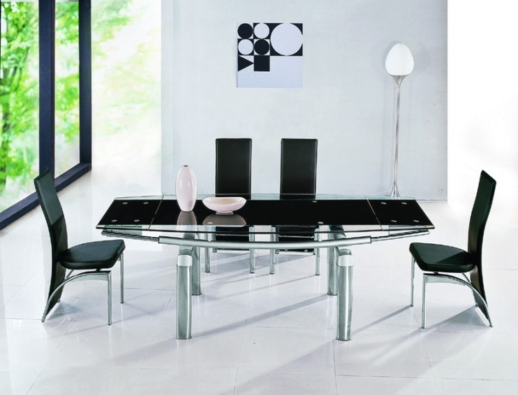 Luxor Black Glass Extendable Dining Table (View 11 of 20)