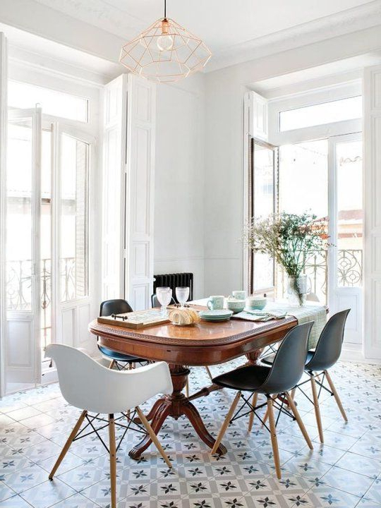 Modern Dining Tables And Chairs Inside Fashionable Look We Love: Traditional Table Plus Modern Chairs In  (View 6 of 20)