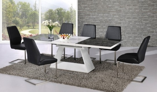 Most Current Italia Black & White High Gloss Extending Dining Table Dtx 3508bw Within Black Gloss Extending Dining Tables (View 14 of 20)