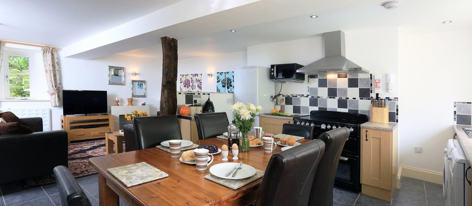 Most Popular Partridge Dining Tables Throughout Partridge Cottage – Kingsbridge, Devon – Blue Chip Holidays (View 7 of 20)