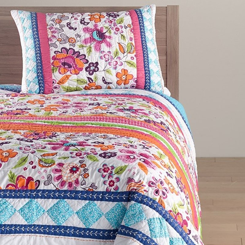 Most Up To Date Carly 3 Piece Triangle Dining Sets In Amity Home Carly Quilt (View 9 of 20)