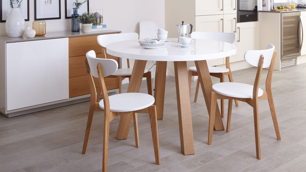 Most Up To Date Small 4 Seater Dining Tables For White Gloss And Oak 4 Seater Dining Set (View 3 of 20)