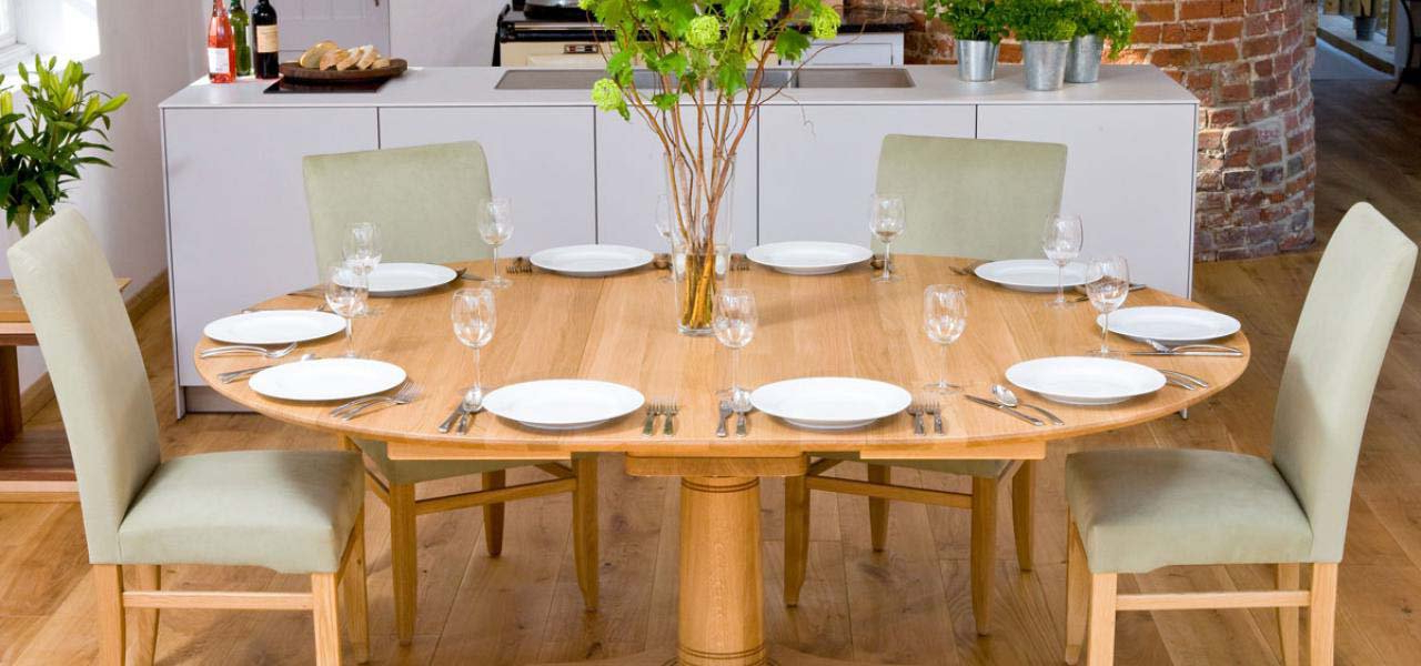 Oval Extending Dining Tables And Chairs Regarding Preferred Oval Dining Table (View 10 of 20)