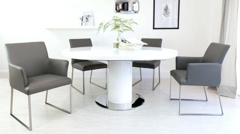 Popular Round Extendable Dining Tables And Chairs Pertaining To Round Extending Dining Room Table And Chairs Great Extendable Dining (View 10 of 20)
