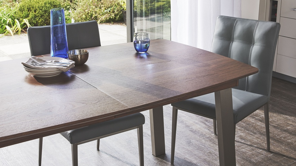 Recent Walnut Extending Table And Leather Dining Chair Set (View 9 of 20)