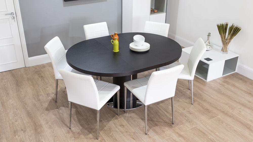 Round Extending Dining Tables Sets Intended For Preferred Dark Wood Round Extending Dining Table (View 14 of 20)