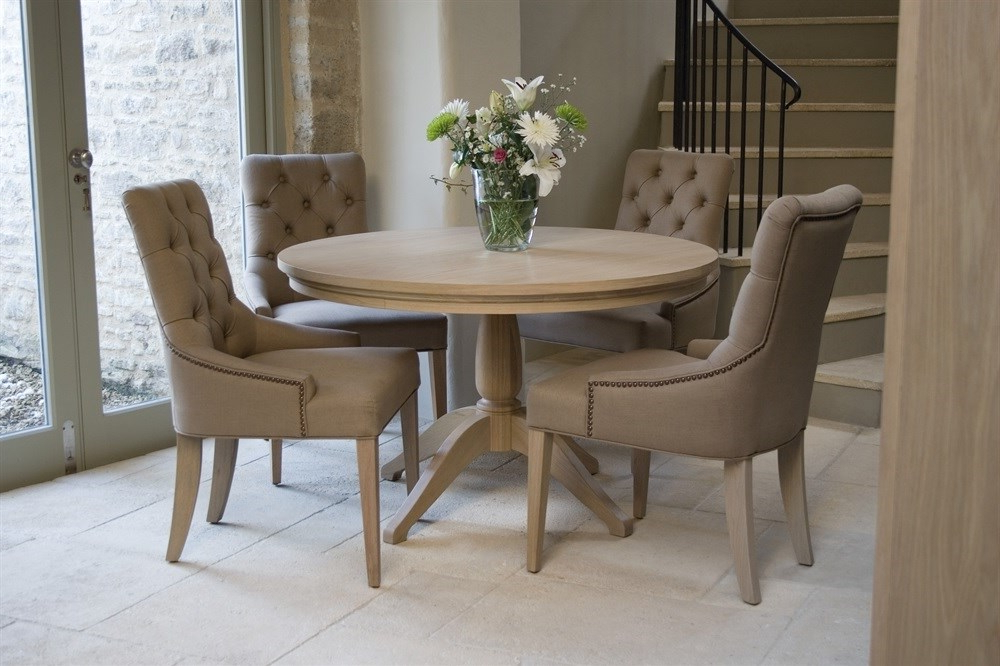 Round Oak Dining Table (View 9 of 20)