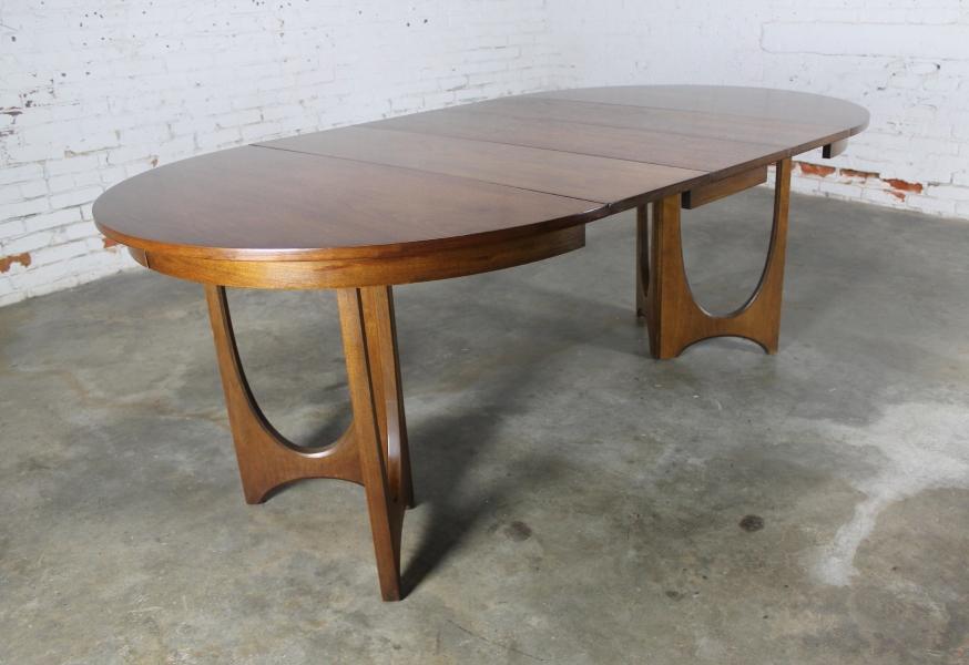 Sold – Mid Century Modern Broyhill Brasilia 6140 45 Round Pedestal Throughout Popular Outdoor Brasilia Teak High Dining Tables (View 2 of 20)