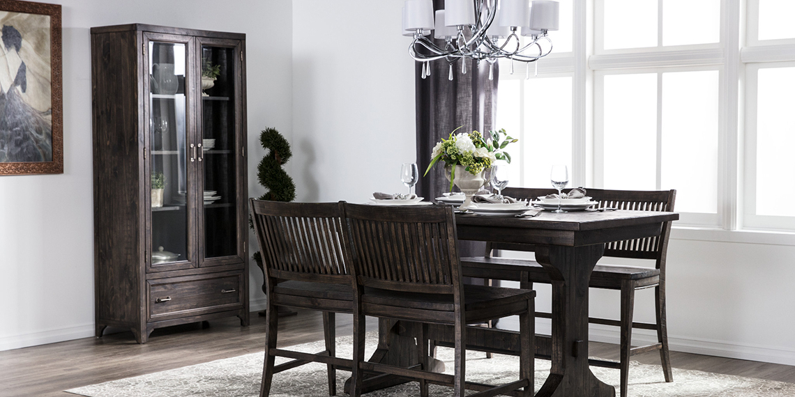 Traditional Dining Room With Valencia Dining Set (View 10 of 20)