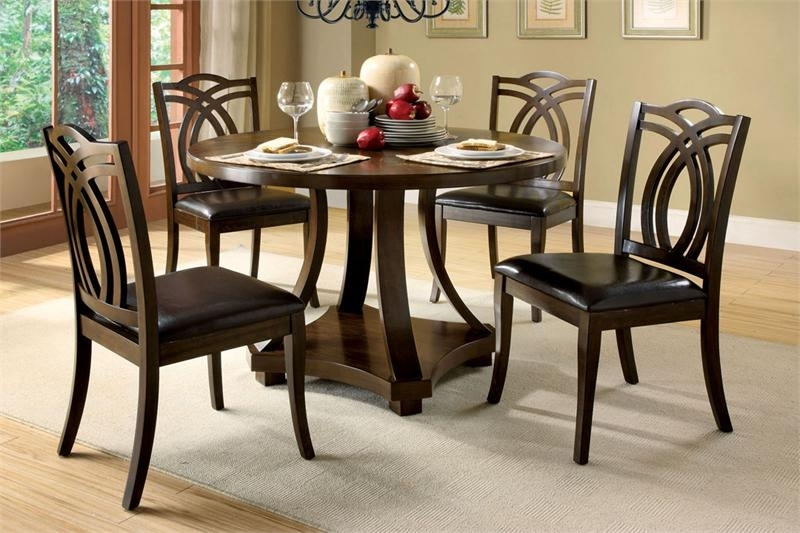 Trendy Circular Dining Tables For 4 For Dining Tables: Interesting Small Circular Dining Table And Chairs (View 20 of 20)