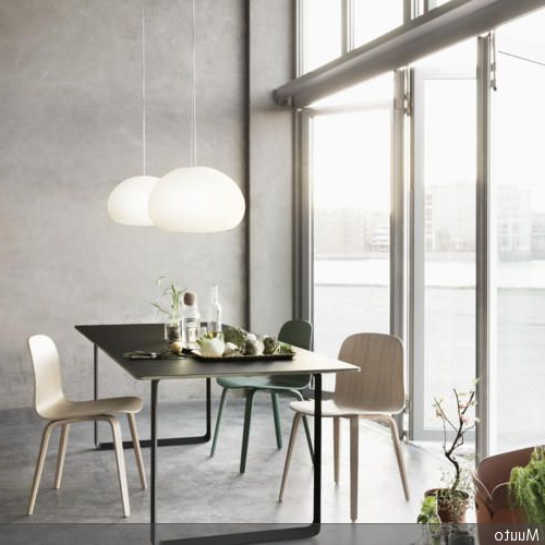 Weaver Dark 7 Piece Dining Sets With Alexa White Side Chairs For Well Known Puristischer Stil Im Essbereich (View 17 of 20)