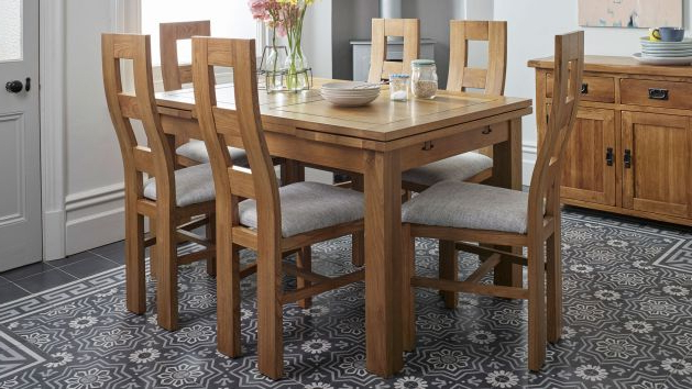 Well Known Oak Dining Tables Sets Pertaining To Oak Dining Table And Chairs (View 2 of 20)