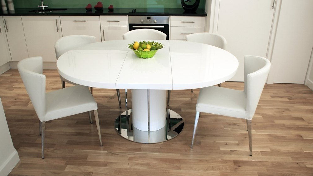 Well Liked 4 Seater Extendable Dining Tables Within Modern Round White Gloss Extending Dining Table And Chairs (View 11 of 20)