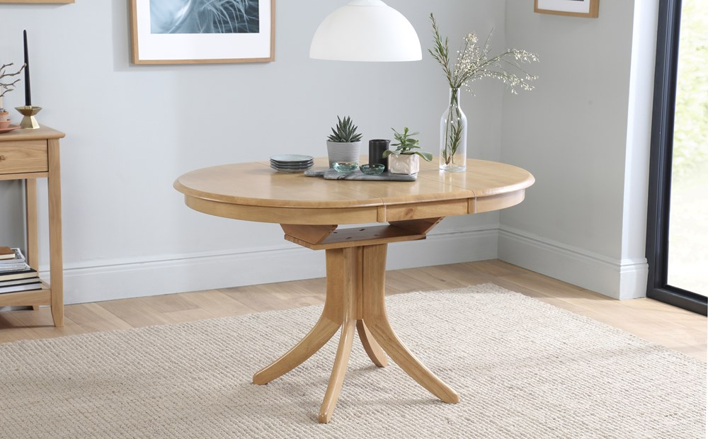 Well Liked Hudson Round Dining Tables Within Hudson Round Oak Extending Dining Table With 4 Oxford Ivory Chairs (View 3 of 20)