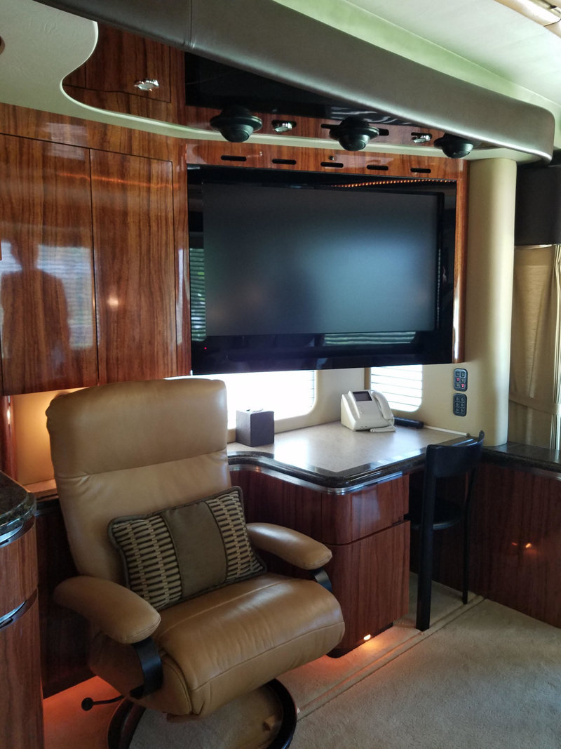 2008 Used Newell 45' Bath And A Half Coach #1245 At Choice Auto Pertaining To Lauderdale 74 Inch Tv Stands (View 19 of 20)